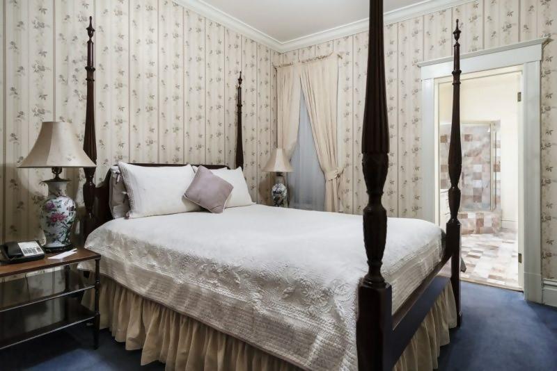 bedroom inside nob hill inn